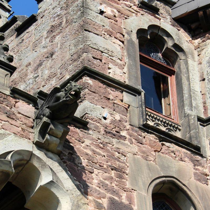 Detailaufnahme eines Wasserspeiers vom Schloss Berlepsch